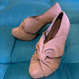 Madden Girl Shoes - Tan Bow Heels